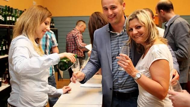 Na výstavě vín v Huštěnovicích bylo v sobotu k ochutnání 263 vzorků vína.