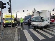 Srážka dvou aut zablokovala ve středu 1. března ráno frekventovanou křižovatku v Kunovicích přímo u nájezdu na rychlostní silnici I/50.