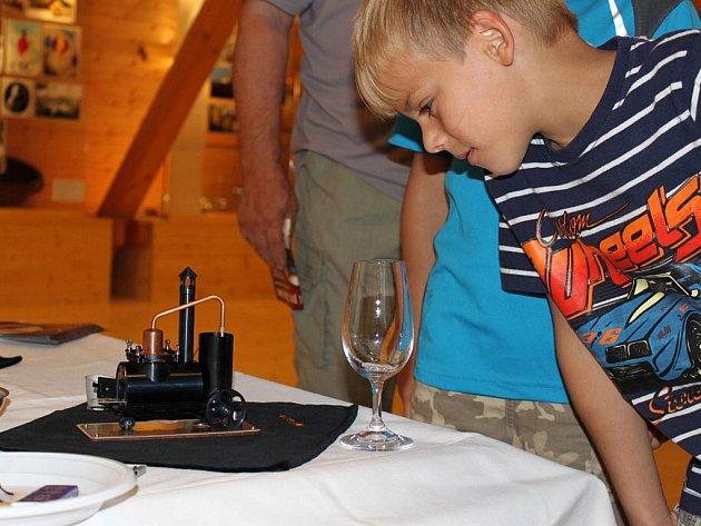 Funkčnost nedakonické minipálenice si budou moci ověřit účastníci demonstrační přípravy slivovice ve vlčnovském Muzeu pálenic