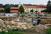Stavba replik základů cisterciáckých staveb v okolí velehradské baziliky Nanebevzetí Panny Marie a sv. Cyrila a Metoděje.