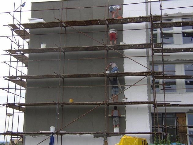 Zájemci z řad cizinců se často objevují také mezi stavebními četami.