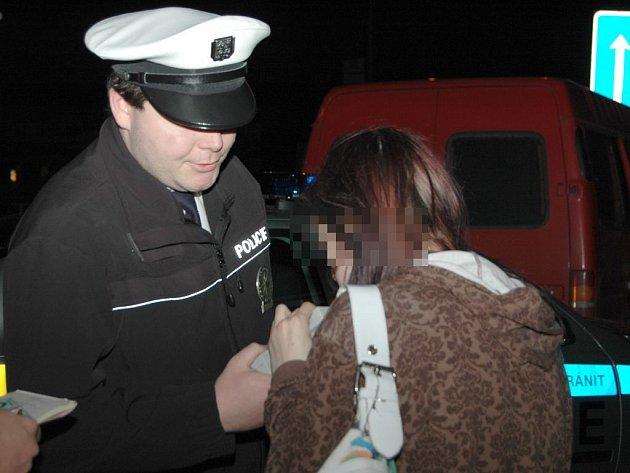 Policisté kontrolovali zákaz nalévání mladistvým