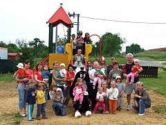 Nové hřiště nabízí topolenským dětem nové možnosti, jak trávit volný čas.
