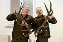 Paroží jelenů, srnců a daňků, toulce muflonů, lebky lišek, jezevců a zbraně divočáků hodnotili tři dny myslivečtí odborníci ze Slovácka.