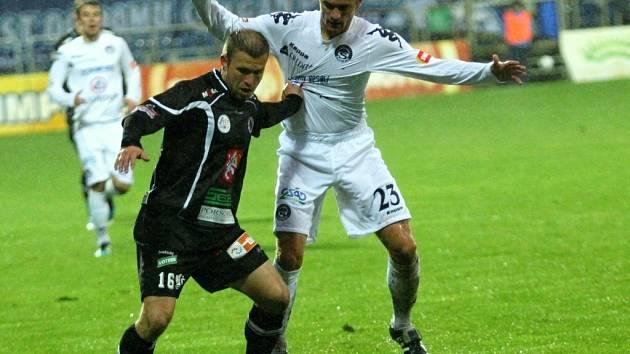 1. FC Slovácko vs. Hradec Králové - Zleva Jiří Poděbradský a Ladislav Volešák