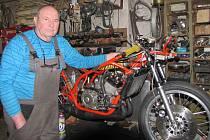 Vynikající závodník Karel Matuš starší hájí barvy Motosport klub Staré Město