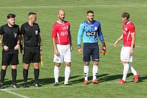 Fotbalisté Uherského Brodu (v červených dresech) v 1. kole MSFL doma hráli s Kroměříží bez branek. Na snímku brankář Filip Jícha.