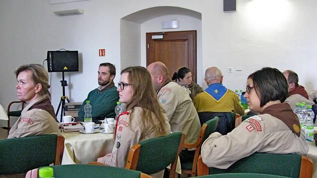 Sedmačtyřicet delegátů ze sedmi skautských středisek Uherskohradišťska se zúčastnilo okresního sněmu Junáka.