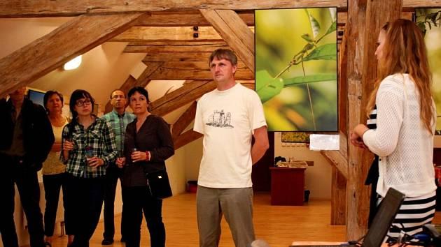 Slavnostním zahájením dvou výstav fotografií se dal v pátečním večeru do pohybu 41. Mezinárodní ekologický festival Týká se to také tebe.
