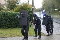 Taktické cvičení policistů z Uherského Hradiště s dramaticky znějícím názvem Amok, aktivní střelec