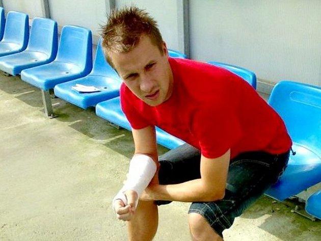 Až tak dlouhou dobu může být Slovácko bez svého nejlepšího střelce Aleše Chmelíčka, který si zlomil ruku.