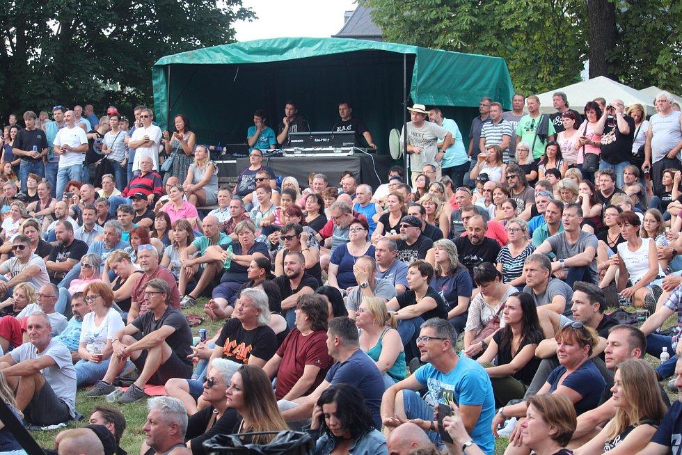Koncert kapely Stromboli v zámeckém amfiteátru v Buchlovicích.