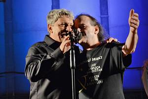 Jiří Pavlica a Hradšťan & Vlasta Redl s kapelou společně vystoupí 7. dubna ve Zlíně a 8. dubna v Olomouci.