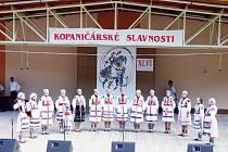 Sbor Čečera na Kopaničářských slavnostech.