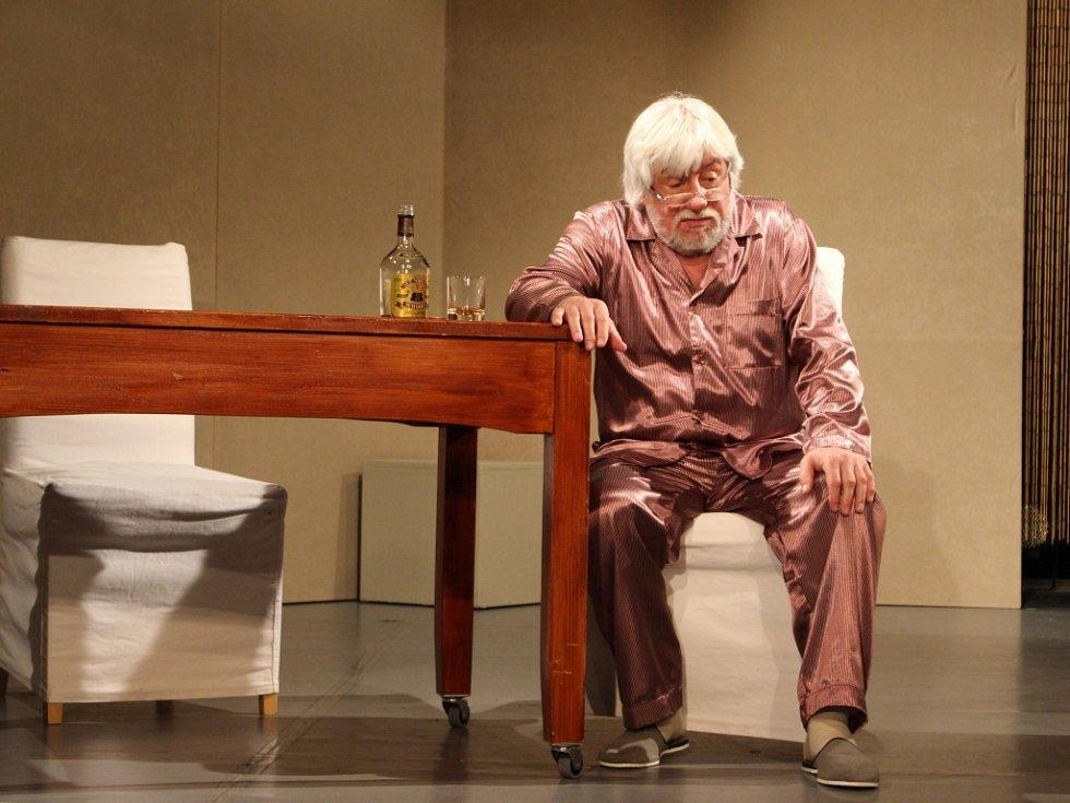 V divadelní hře Táta exceluje Vladimír Doskočil