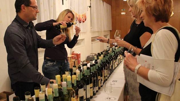 Kulturní dům v Bojkovicích hostil zpívání s koštem vína.