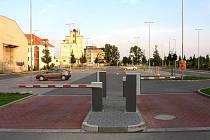 Parkoviště u nádraží ČSD v Uherském Hradišti. Ilustrační foto.