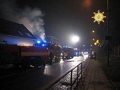 Až do rozednění 10. ledna likvidovalo sedm hasičských jednotek rozsáhlý požár stolárny v Kunovicích.