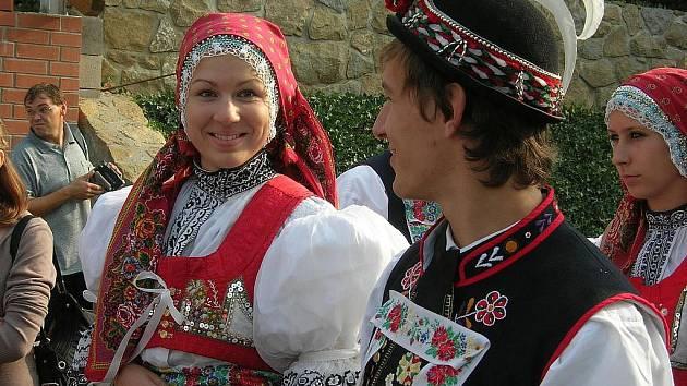 Krojované páry na Slavnostech vína a otevřených památek v Uh. Hradišti. Ilustrační foto.