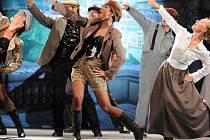 Muzikál Adéla ještě nevečeřela v podání herců Slováckého divadla.