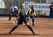 Softbalistky Snails Kunovice (v modrožlutém) nestačily na Ledenice, v semifinále jim podlehly 0:3 na zápasy.