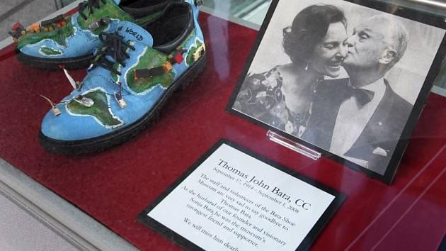 Památku zemřelého Tomáše Bati uctilo i jeho muzeum obuvi v Torontu.