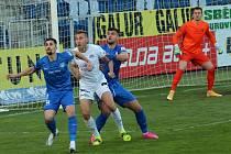 Fotbalisté Slovácka (v bílých dresech) se na startu nové ligové sezony postaví Liberci.