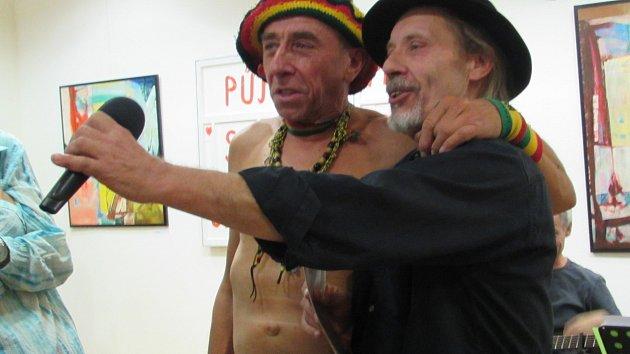 Vernisáž výstavy obrazů s názvem Ob-na-žený v uherskohradišťské Galerii Vladimíra Hrocha