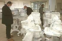 Uherskohradišťské nemocnice dostala ze státních hmotných rezerv deset plicních ventilátorů.