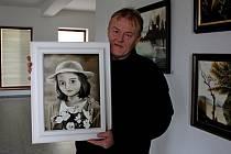 V galerii Turistického centra Velehrad vystavuje své obrazy malíř samouk Pavel Bělovský.