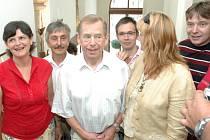Václav Havel s divadelníky Slováckého divadla.