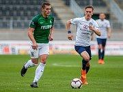 Zápas 11. kola první fotbalové ligy mezi týmy FK Jablonec a FC Slovácko se odehrál 7. října na stadionu Střelnice v Jablonci nad Nisou. Na snímku vlevo je Tomáš Holeš.