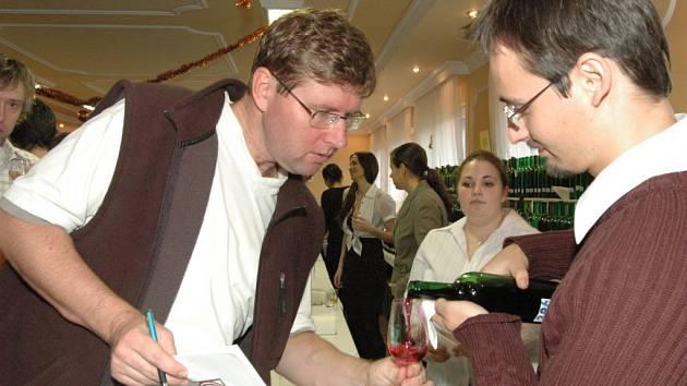 Předvánoční košt vína ve Starém Městě.
