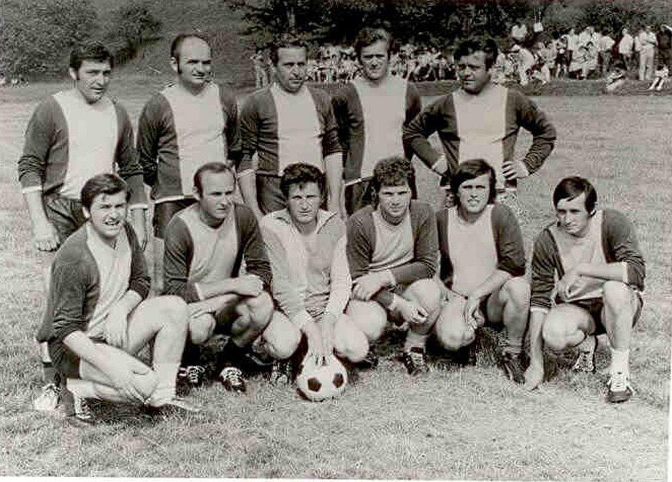 Fotbalisté Ořechova pravděpodobně v 50. letech.
