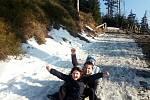 Děti posílaly v době dálkové výuky do školy fotopozdravy. Našli jsme sníh!