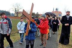 Symbol Kristova umučení nesli věřící Velehradem i blízkým okolím.