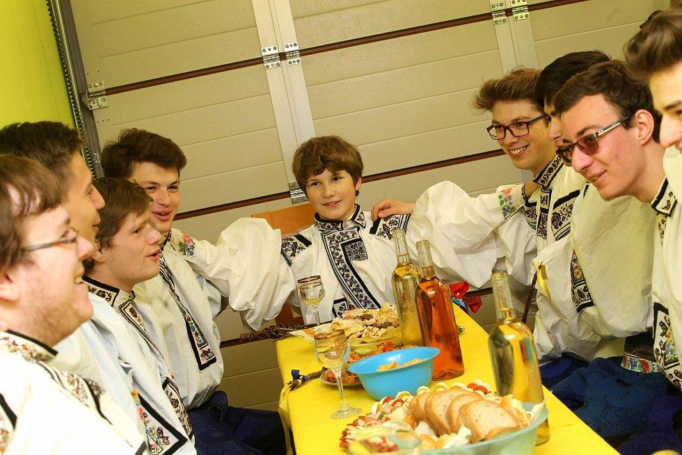 Velikonoční obchůzka vlčnovského krále s družinou ve Vlčnově.