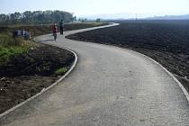 Cyklostezka z Dolního Němčí do Slavkova těsně před svým oficiálním otevřením.