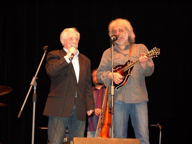Pavel Bobek s hudebním kolegou Robertem Křesťanem.