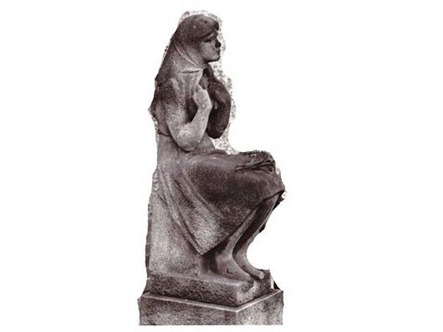 Ukradená socha Čtenářka.