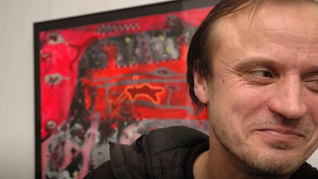 Sochař a pedagog uherskohradišťské UMPRUM Zdeněk Tománek vystavuje v Galerii UH2.