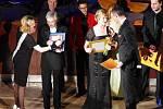 Herci Slováckého divadla připomněli na plese jeho jubilejní 70. sezónu a symbolicky, nahlédnutím do 25 leté tvorby, se rozloučili s končícím ředitelem Igorem Stránským.