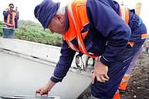 Zrod betonové cyklostezky včera stavebníci předvedli starostům z širokého okolí.
