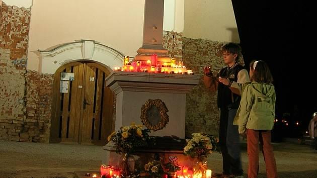 Lidé na Slovácku vzpomínali na zesnulé.
