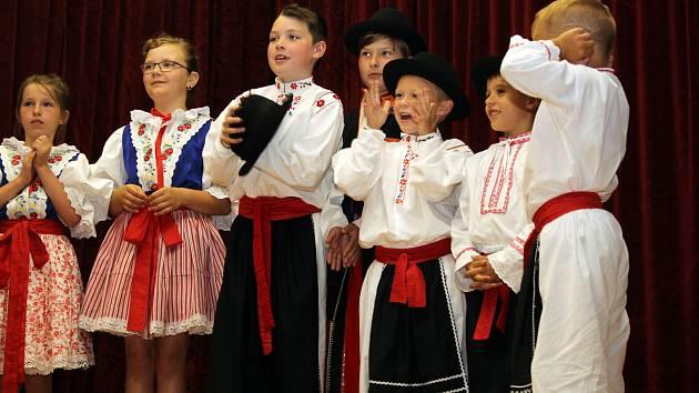 Lhotský Kameňáček slavil 30. narozeniny. Gratulovalo mu sedm souborů .