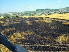Lán s obilím zachvátily plameny. Stalo se tak při žních v sobotu 2. července krátce po 10. hodině dopoledne u vodojemu nedaleko Uherského Brodu. Během hodiny jej padlo ohnivým jazykům za oběť celých osm hektarů. Kombajn nakonec stačil před živlem ujet.