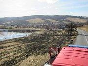 Hned čtyřikrát během pátku 3. března prověřili vypalovači trávy připravenost hasičů na Slovácku.