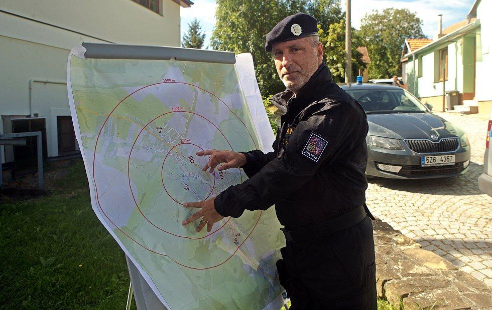 Hledání letecké pumy ve Strání, 24. srpna 2020. Bohdan Varyš velitel zásahu