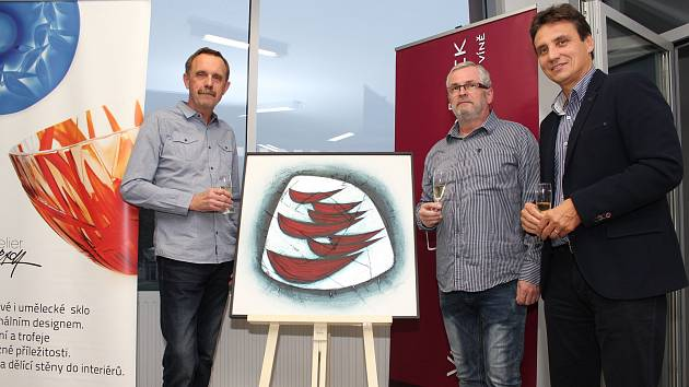 Na vernisáži v Galerii Patro nacházející se v Uherskohradišťské nemocnici představil výtvarník Stanislav Žampach deset obrazů výstavy s názvem Návraty.