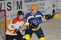 Derby Uherský Brod - Uherský Ostroh (v bílém) 3:4.